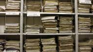 Aktenberge zu durchforsten kostet Zeit und Geld. Unternehmen, die bei der Aufklärung helfen, sollen deshalb Straferleichterungen erhalten.