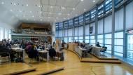 """Das Landesparlament in Magdeburg muss sich mit der Qualität der """"qualitativen Parlamentsforschung"""" an der Universität Halle-Wittenberg befassen."""