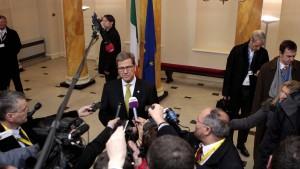 EU weiter uneins über Waffenembargo