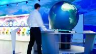 """In der """"Klima-Arena"""" können die Besucher erleben, was mit 2100 mit der Erde passieren könnte."""