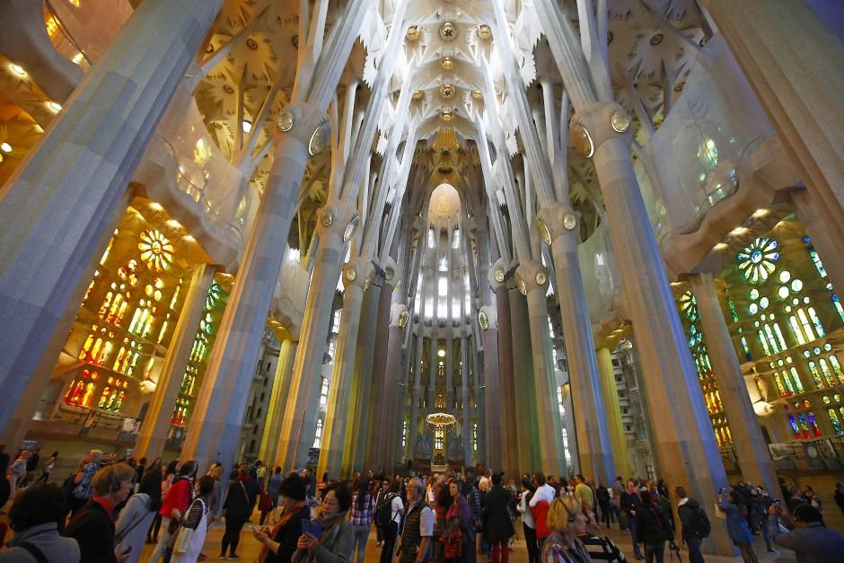 Mehr Rummelplatz als Kirchenschiff: die Sagrada Familia von innen