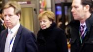 Abgang nach langen Verhandlungen: Angela Merkel in der Nacht in Brüssel