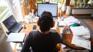 Auffällig ist: Trends in der Arbeitswelt, die durch das Virus stark beschleunigt wurden, waren schon angelegt, bevor es im März des vergangenen Jahres viele Berufstätige an den Rechner daheim zwang.