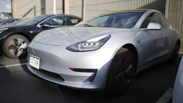 Das neue Tesla-Model wird jetzt doch zum Kauf empfohlen
