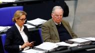 Lange Gesichter in der ersten Reihe: Alice Weidel und Alexander Gauland im Bundestag