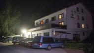 Asylunterkunft nahe Arnschwang: Bei einem dramatischen Zwischenfall in einem Asylbewerberheim hat es am Samstag zwei Tote gegeben.