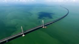 Eine Brücke, zwei Systeme