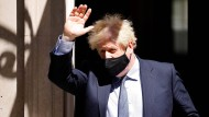 Der britische Premierminister Boris Johnson mit Corona-Maske am 10. Juni in London