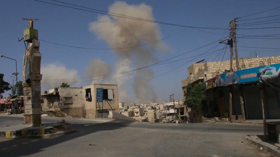 Schwere Angriffe auf Rebellenhochburg in Idlib