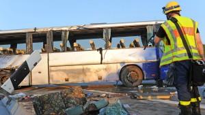 30 Kinder bei Busunglück in Bayern verletzt