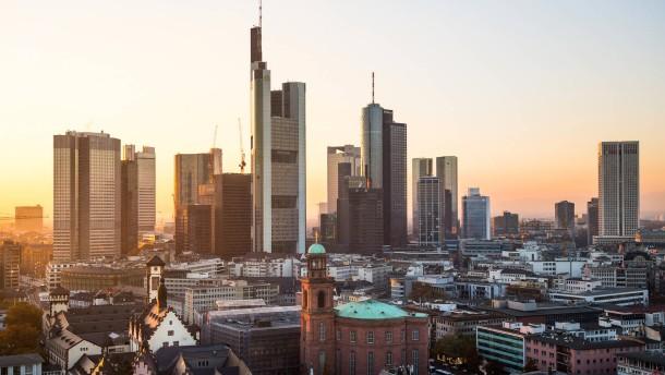 Frankfurt als Tourist erleben - Ansichten der Mainmetropole mit Banken Skyline, Stadtansichten, touristische Sehenwürdigkeiten
