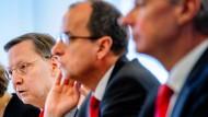 Zufrieden mit dem Ergebnis 2016: Der Vorstand der Frankfurter Sparkasse, links der Vorsitzende Robert Restani