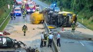 Jeder Unfall mit tödlichem Ausgang belastet im Durchschnitt elf Familienangehörige, vier enge Freunde, 56 Freunde und Bekannte, 42 Einsatzkräfte.