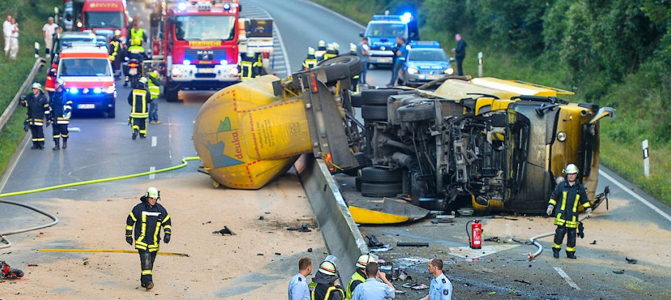 Autounfälle: Ein Mensch stirbt, 113 sind betroffen