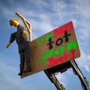Ein Frontlader während einer Bauerndemonstration in Nürnberg. Die Landwirte fürchten um ihre Existenz und gehen auf die Straße.