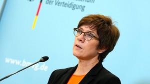 """Kramp-Karrenbauer ernennt """"Direktor Spezialkräfte"""""""