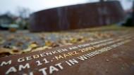 """Das Mahnmal """"Gebrochener Ring"""" im Winnender Stadtgarten erinnert an den Amoklauf vom 11. März 2009."""