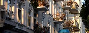 Mietshäuser in der Hamburger Abendsonne. Wie kann der Anstieg der Mieten verhindert werden?