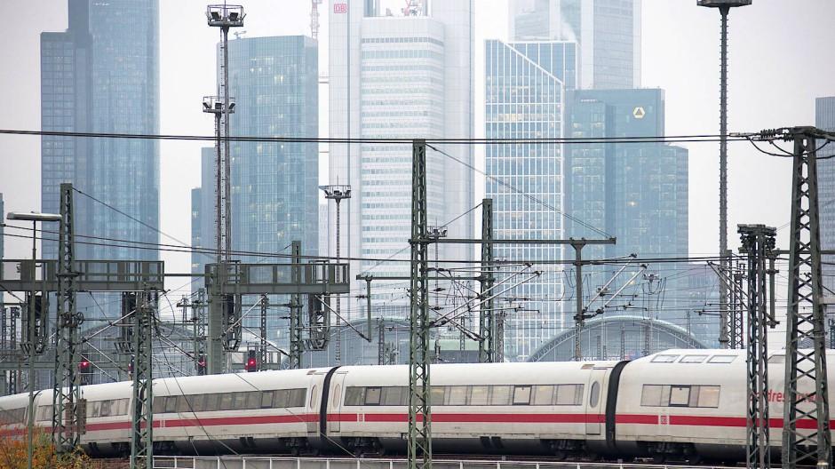 Fährt der ICE in Frankfurt bald unterirdisch? Um den Hauptbahnhof zu entlasten, wird ein Fernbahntunnel geprüft.