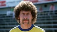 Immer kategorisch, selten treffsicher: Bayern Münchens selbsternannter Außenminister Paul Breitner (hier in einem Braunschweiger Exilbild von 1977)