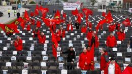 Airbus-Beschäftigte protestieren gegen Stellenabbau