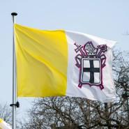 Eine Flagge des Bistums Fulda.