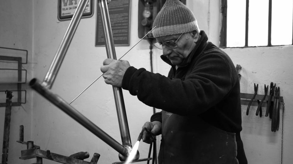 Er macht weiter: Italiener Antonio Taverna in seiner Werkstatt