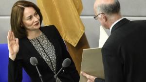Katarina Barely als neue Familienministerin vereidigt
