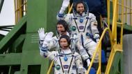 Auf dem Weg: Andrej Borissenko (von oben), Shane Kimbrough und Sergej Ryschkow verabschieden sich.