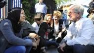 In politischer Mission: Der EKD-Ratsvorsitzende Heinrich Bedford-Strohm im Gespräch mit Flüchtlingen