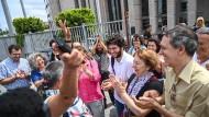 Jubel bei der Freilassung der Aktivistin Sebnem Korur Fincanci
