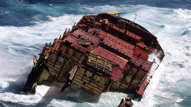 Haftstrafe für Kapitän des havarierten Containerschiffs Rena