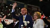 Erdogan wählt sich wieder zum AKP-Chef
