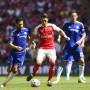 Knapp einem Elfmeter entgangen: Mesut Özil