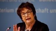 Wirtschaftsministerin Brigitte Zypries verteidigt hohe Lufthansa-Preise