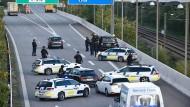 Ende September blockierte die Polizei Brücken und Fährverbindungen.