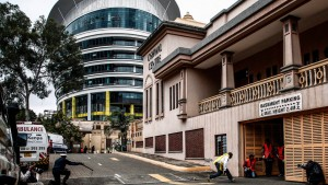 Sicherheitskräfte stürmen Einkaufszentrum in Nairobi