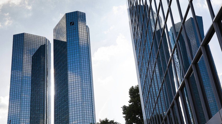 Ob sich ein Aktienkauf wieder lohnt? Die Zwillingstürme der Deutschen Bank in Frankfurt am Main.