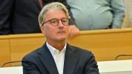 Rupert Stadler sitzt in München im Gerichtssaal.