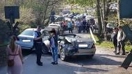 Totalschaden: das auf dem befahrenen Bahnübergang geparkte Auto