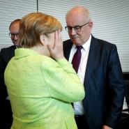 Bundeskanzlerin Angela Merkel mit dem Unions-Fraktionsvorsitzenden Volker Kauder am Dienstag in Berlin: In der Union herrscht nach Merkels Vorstoß schlechte Stimmung.