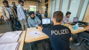 """Vier bis fünf Millionen """"unautorisierte Migranten"""" in Europa"""