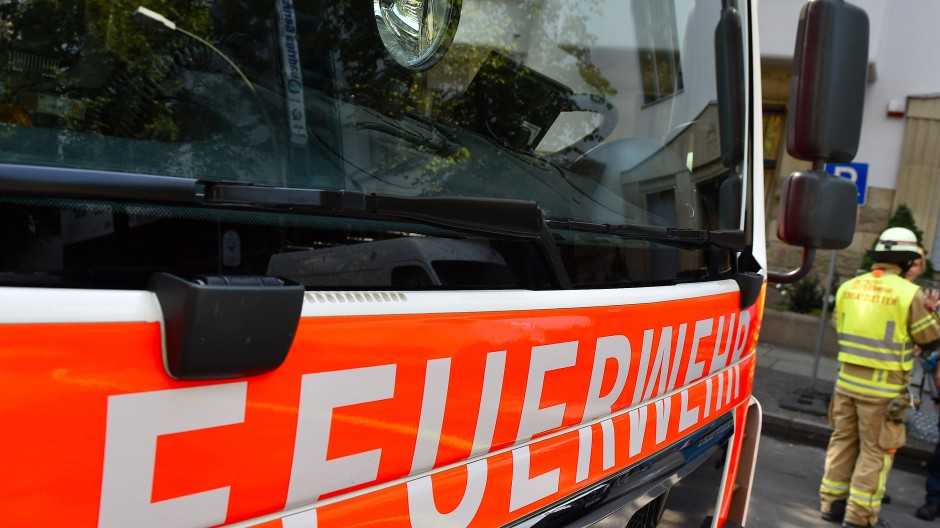Hoher Schaden: Nach einem Hausbrand in Waldeck-Frankenberg darf das Gebäude nicht mehr betreten werden.