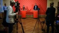 Die Linken-Spitze aus Janine Wissler und Dietmar Bartsch hat ihren Plan für Deutschland vorgestellt.