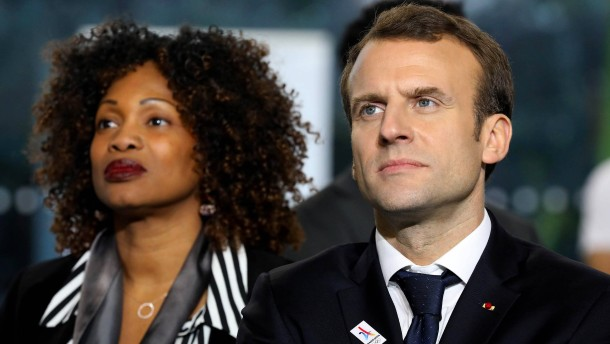 Macron muss Kabinett umbilden