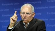 Schäuble: Bestimmte Funktionen der EU-Kommission an eine unabhängige Behörde nach dem Vorbild des Bundeskartellamts oder der Eurofinanzaufsicht ausgliedern.