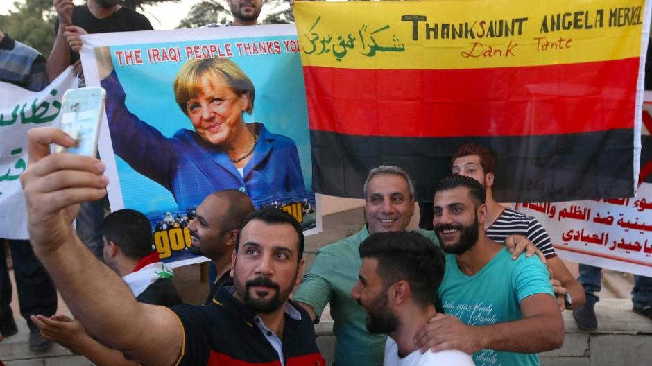 Die Farben und das Gesicht der Hoffnung: Eine Gruppe Iraker in Bagdad