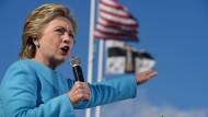 Warum Clintons E-Mails immer noch gefährlich sind