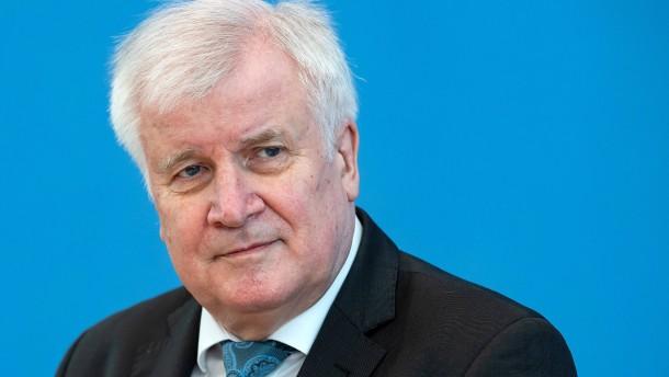 Seehofer kritisiert Bund-Länder-Beschlüsse zu Ostergottesdiensten
