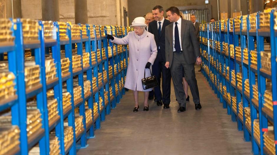 Britische Queen besichtigt Goldreserven